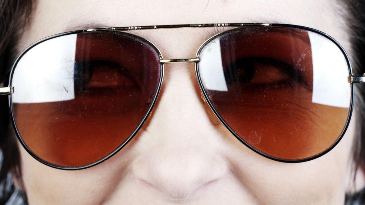 f3a87683b Er det sundt at gå med solbriller?   Samvirke