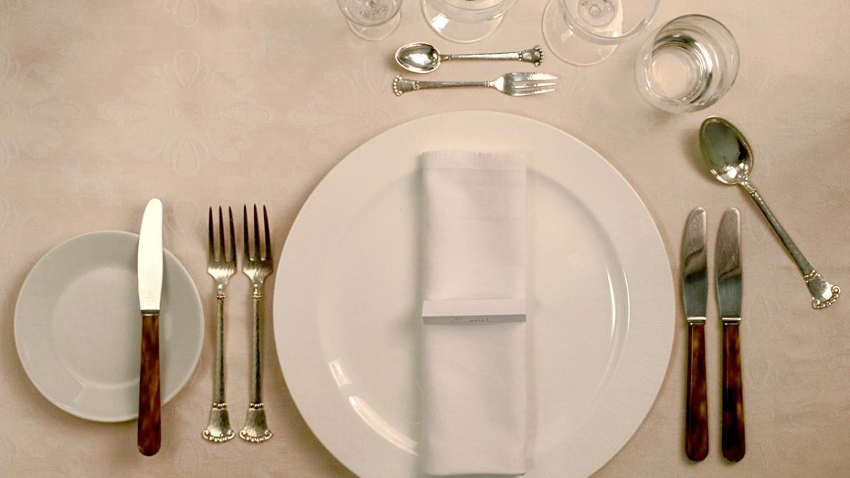hvordan skal glas stå på bordet