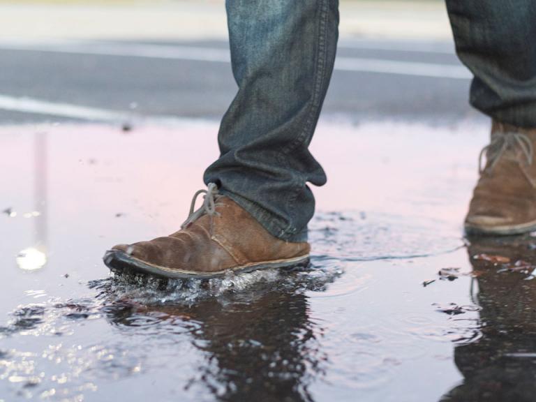 6108da40d64 Våde sko: Sådan skal du (ikke) tørre dem