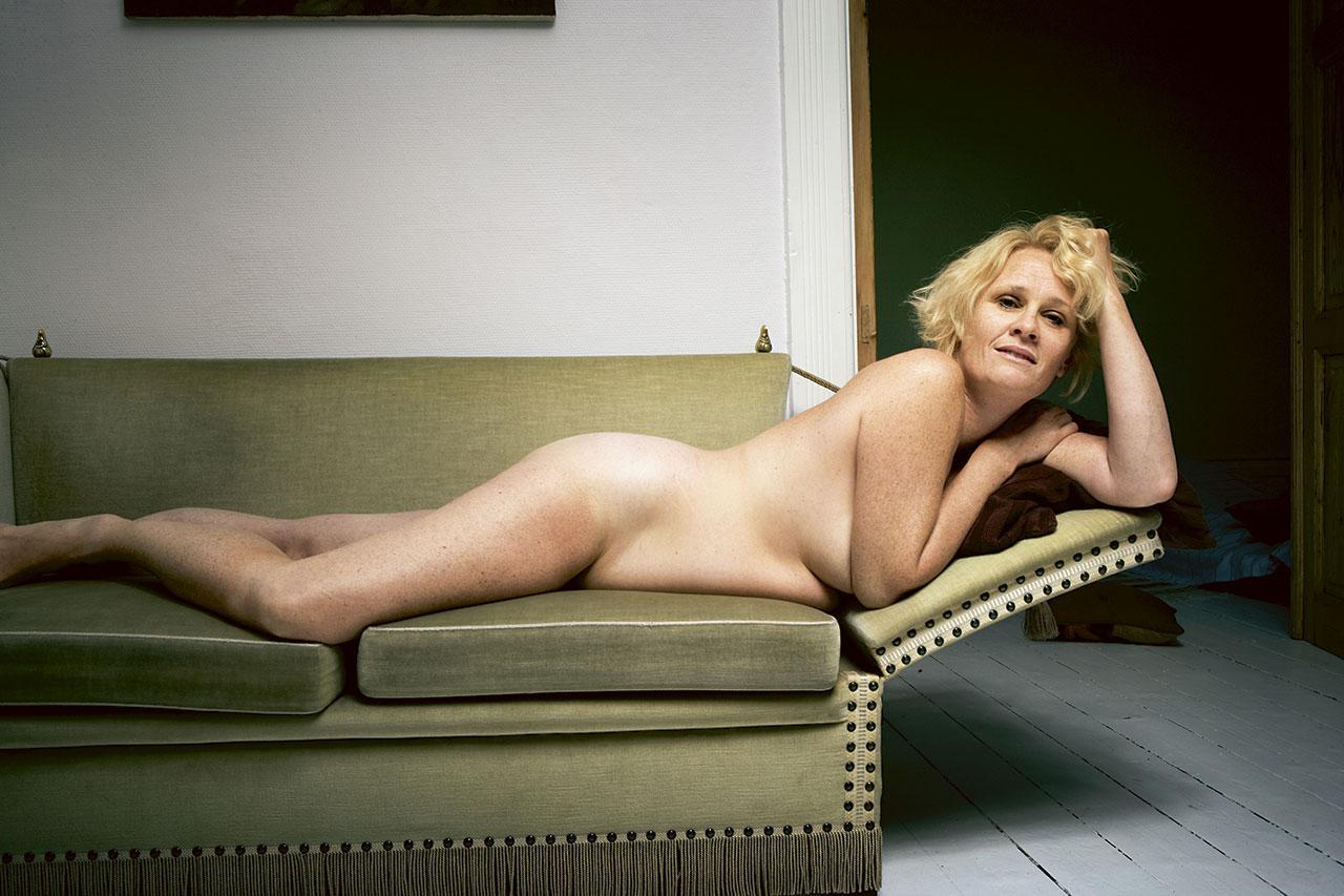 pige escort store damer uden tøj