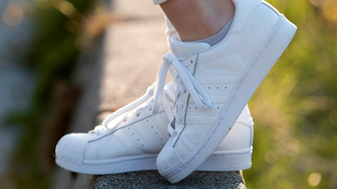 4710931c Sådan rengør du hvide sneakers | Samvirke