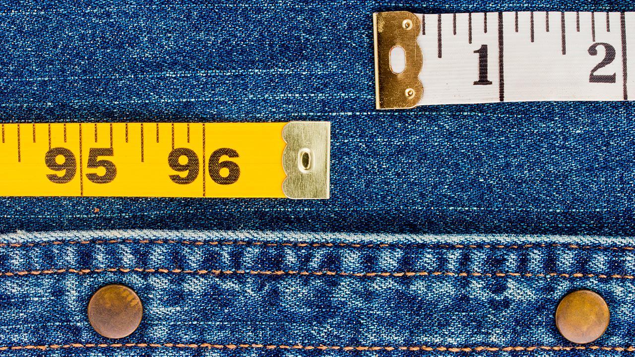 f314deb7 Danske og internationale mål er ikke ens. Samvirke viser dig, hvordan du  kan finde den rigtige størrelse, når det gælder bukser.